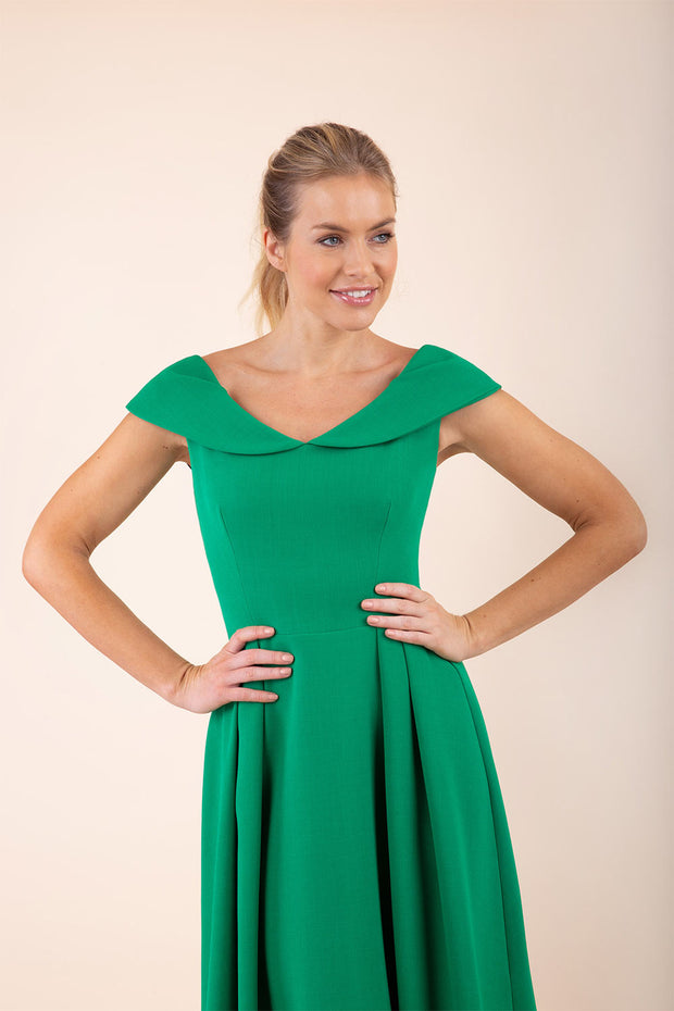 blonde model wearing diva catwalk Chesterton Swing Sleeveless dress in emerald green front