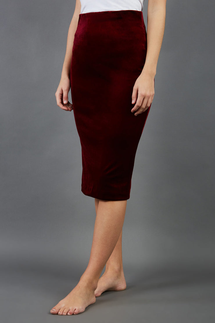 model is wearing diva catwalk triste velvet pencil skirt in burgundy front