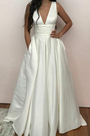 V-neckline White Satin Wedding Gown with Pockets
