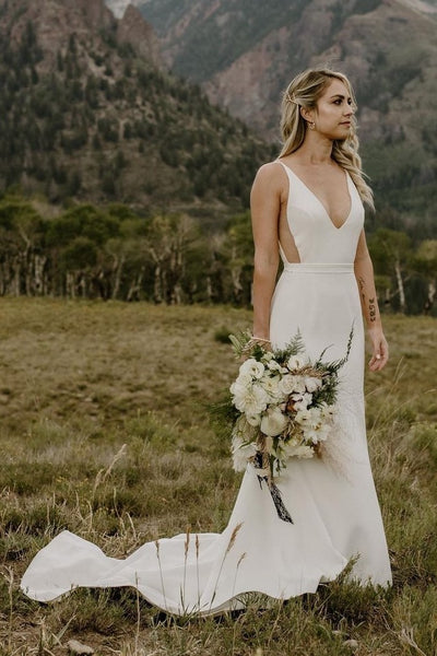 2021 Simple Outside Wedding Dresses with V-neckline