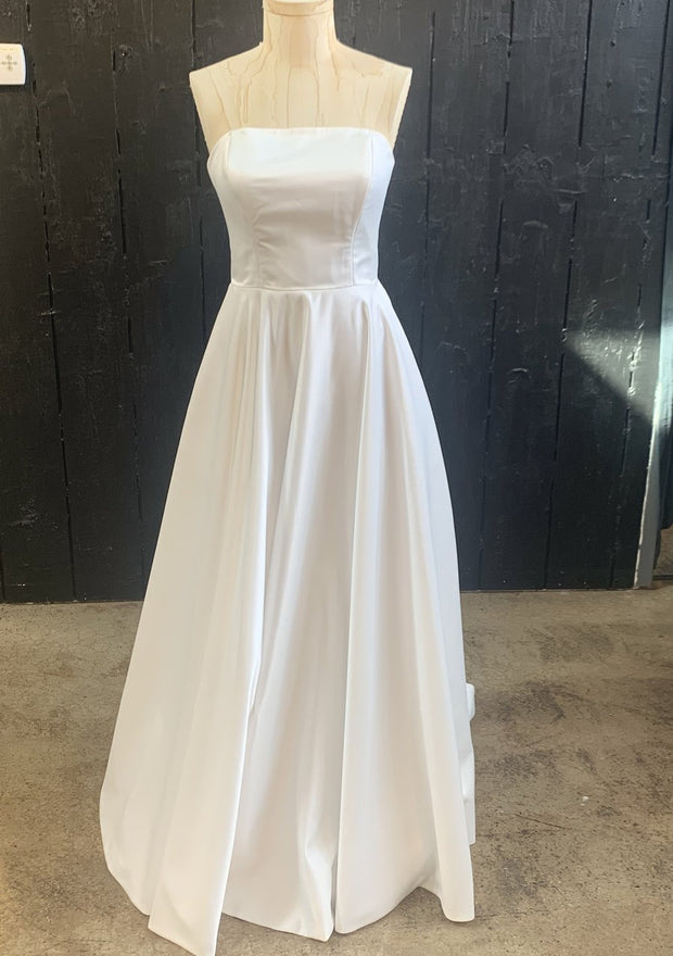 a-line-strapless-satin-wedding-dress-with-pockets-3