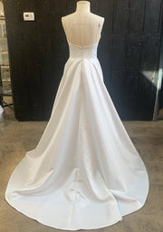 a-line-strapless-satin-wedding-dress-with-pockets-4
