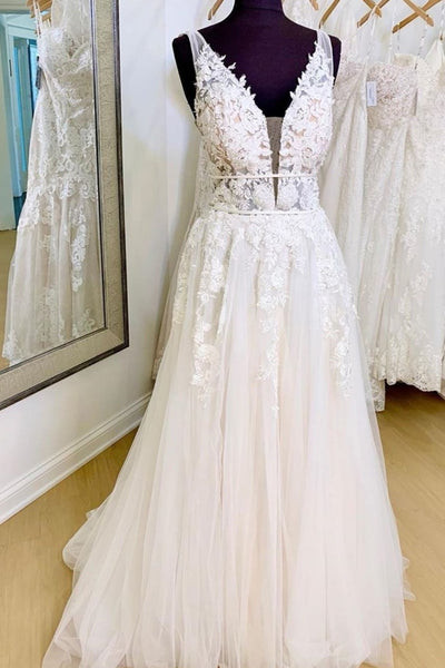 appliques-lace-v-neckline-bridal-dresses-with-tulle-skirt