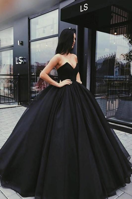 black-tulle-ball-gown-prom-dresses-with-plunging-sweetheart-corset-1