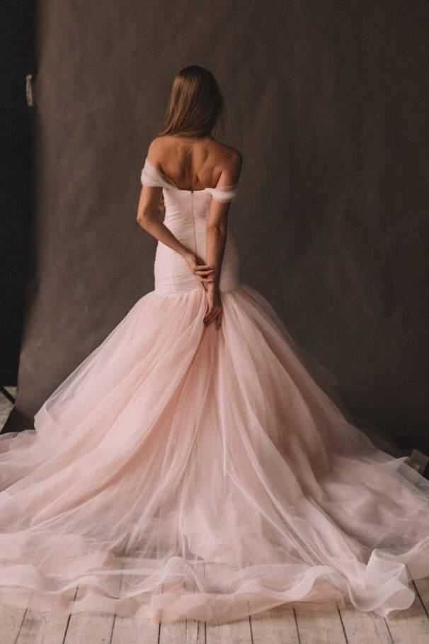 blush-pink-tulle-wedding-gown-fit&flare-horsehair-skirt-1