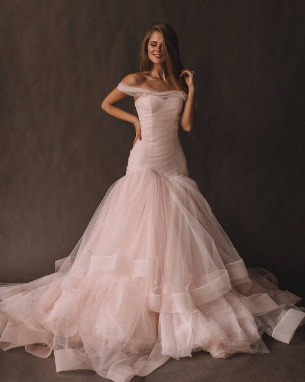 blush-pink-tulle-wedding-gown-fit&flare-horsehair-skirt-2
