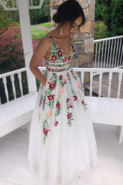colorful-embroidery-lace-prom-dresses-with-v-neckline-2