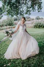 illusion-neckline-lace-bride-dress-with-tulle-skirt