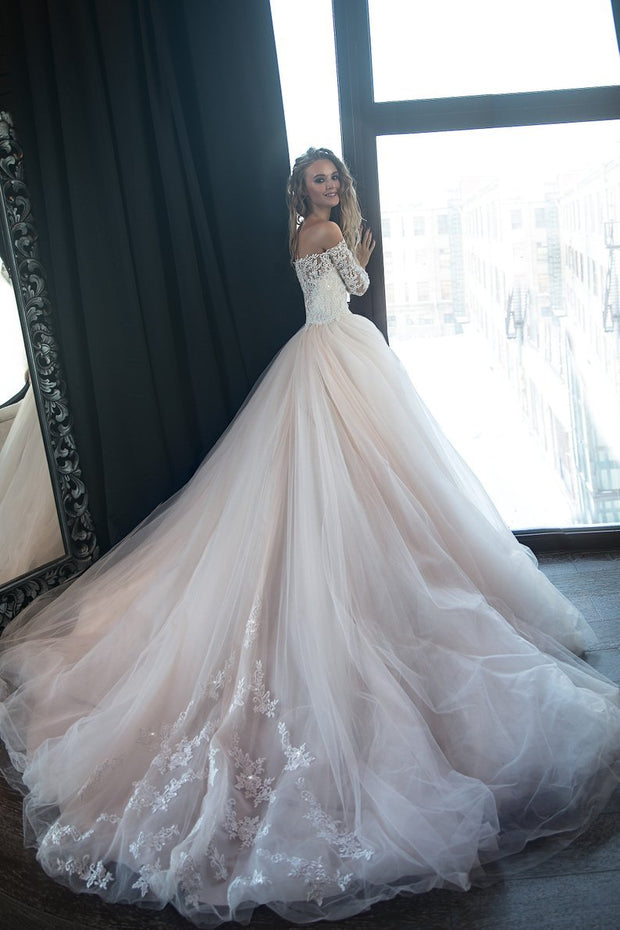 lace-tulle-blush-pink-wedding-dresses-with-off-the-shoulder-long-sleeves-1