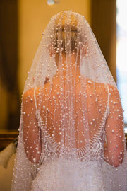 luxurious-pearls-wedding-veil-chapel-length