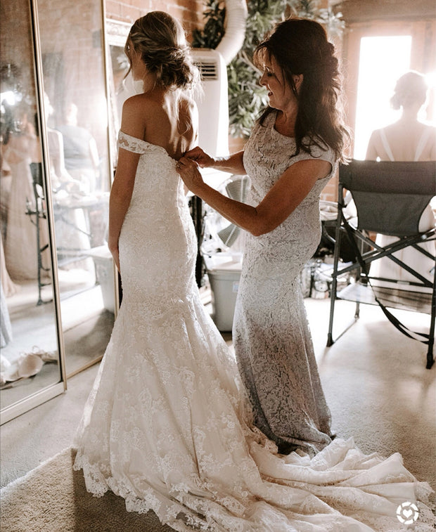 off-the-shoulder-lace-off-the-shoulder-bridal-dress-wedding-2020-2