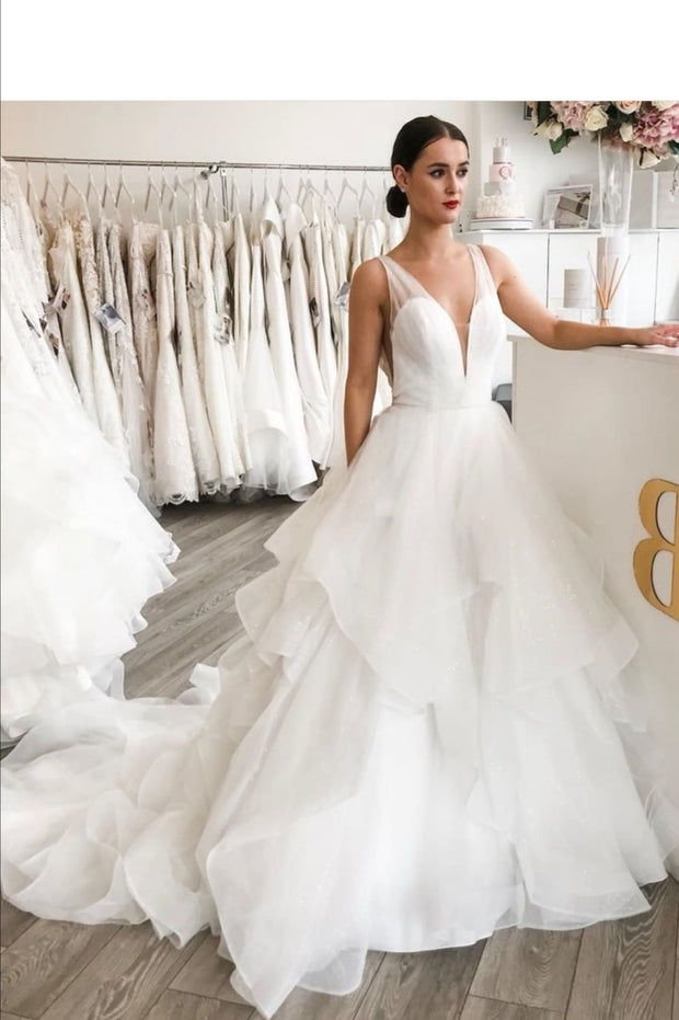 pleated-v-neck-princess-bridal-dress-with-layers-organza-skirt