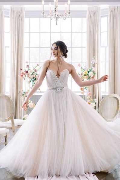 plunging-sweetheart-bride-wedding-gown-tulle-skirt