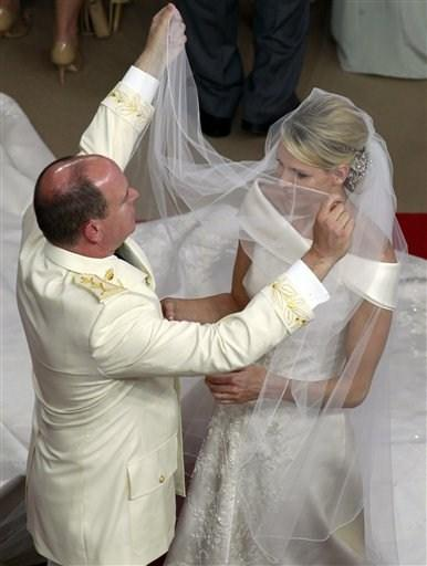 princess-charlene-wittstocks-wedding-veil-2