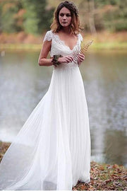 scalloped-lace-v-neckline-summer-wedding-dress-with-chiffon-skirt