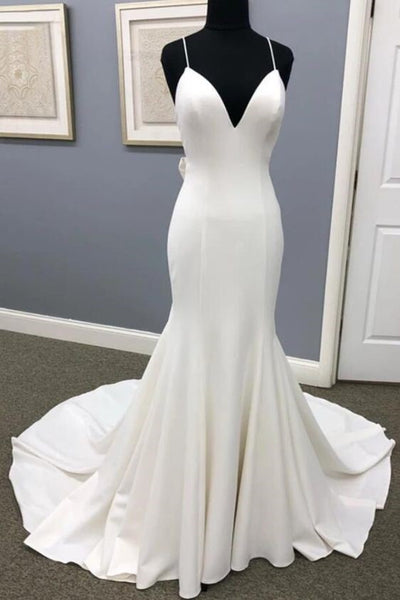 sleek-sheath-wedding-gown-with-long-train