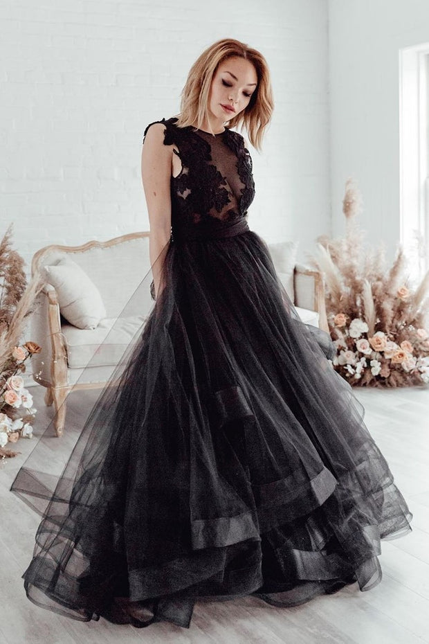 sleeveless-appliqued-black-wedding-gown-tulle-skirt-2020-1