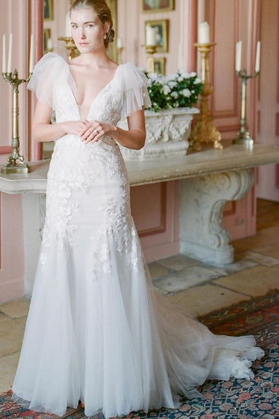 v-neckline-lace-bride-dresses-with-detachable-train