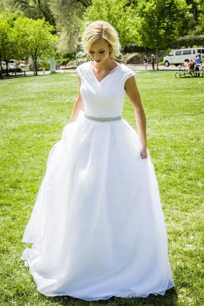 v-neckline-white-organza-wedding-dress-with-rhinestones-belt