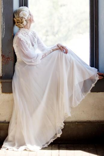 vintage-chiffon-bridal-gown-with-loose-long-sleeves