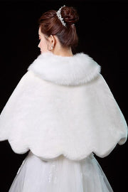 wedding-fur-shrug-bride-winter-bolero