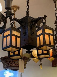 Arts & Crafts fixture with 4-lantern detail (LT-22)