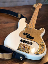 Fender Precision Bass Pickguard Gold Sparkle