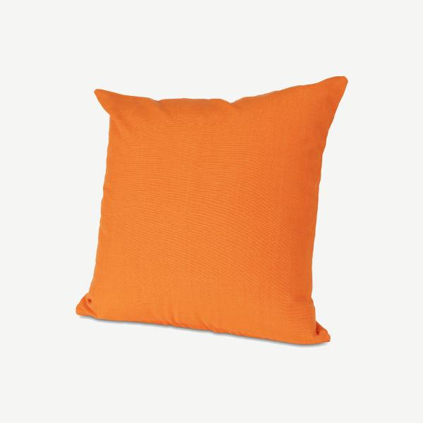 Cojín veraniego color mandarina ideal para decorar tu salón.