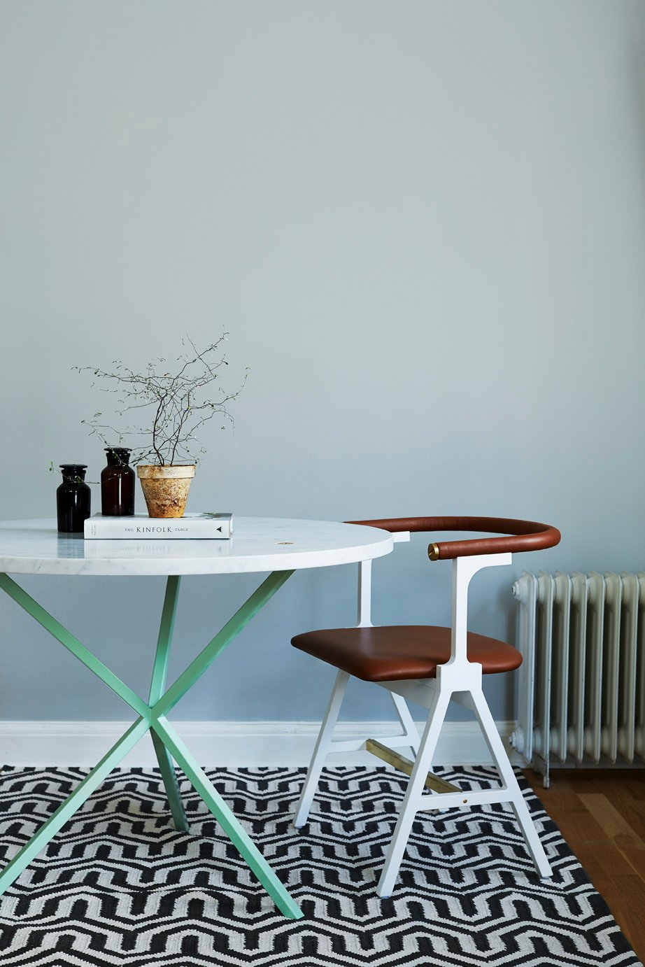 NEB Round Dining Table with Top in Carrara Marble