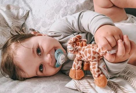 Snuggle Soother baby Giraffe