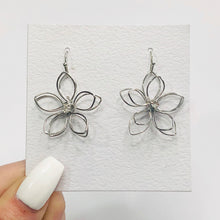 Load image into Gallery viewer, Flower Power Earrings