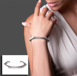 B.Tiff Edge Hexagon Bangle Bracelet
