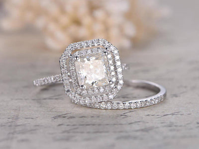 Classic 2 Carat Moissanite and Diamant Bridal Set
