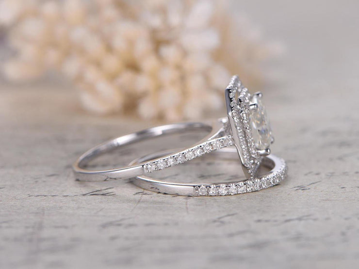 Classic 2 Carat Moissanite and Diamant Bridal Set in 10k White Gold