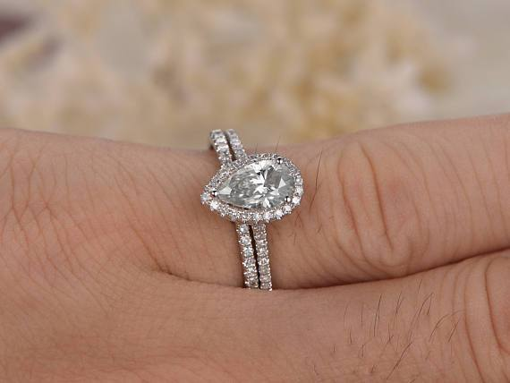 Best Seller 1.50 Ct Pear cut Moissanite and Diamond Bridal Set