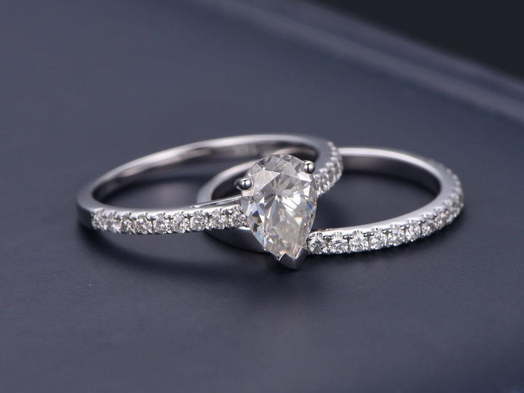 Pear cut 1.50 Carat Moissanite and Diamond Bridal Ring Set in 10k White Gold