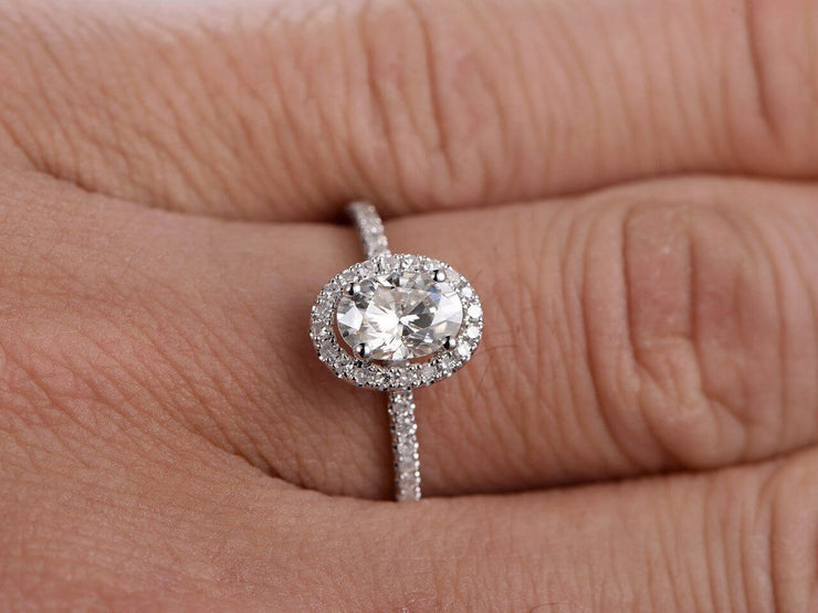 Oval Cut 1.25 ct Halo Moissanite and Diamond Engagement Ring in White Gold