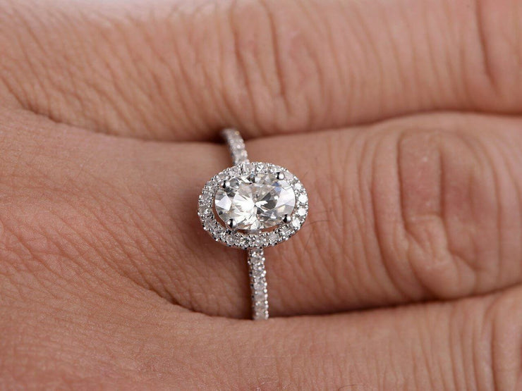 Oval Cut 1.25 ct Halo Moissanite Engagement Ring