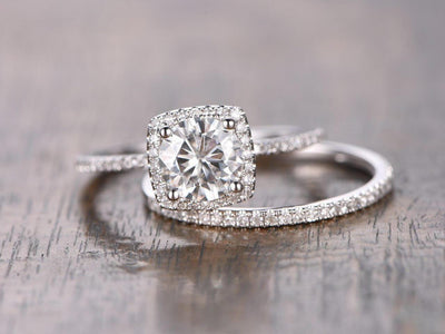 Trendy 1.50 Carat Halo Moissanite & Diamond Engagement Ring Set