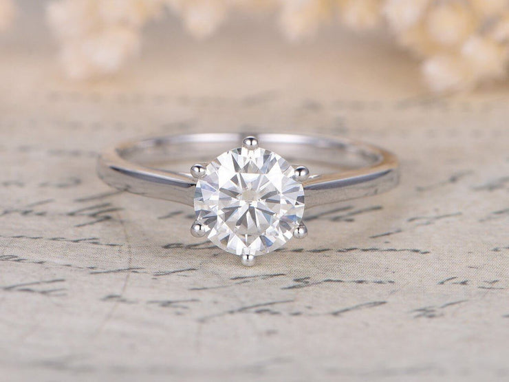 Classic Round Cut Solitaire 1 Ct Moissanite Engagement Ring