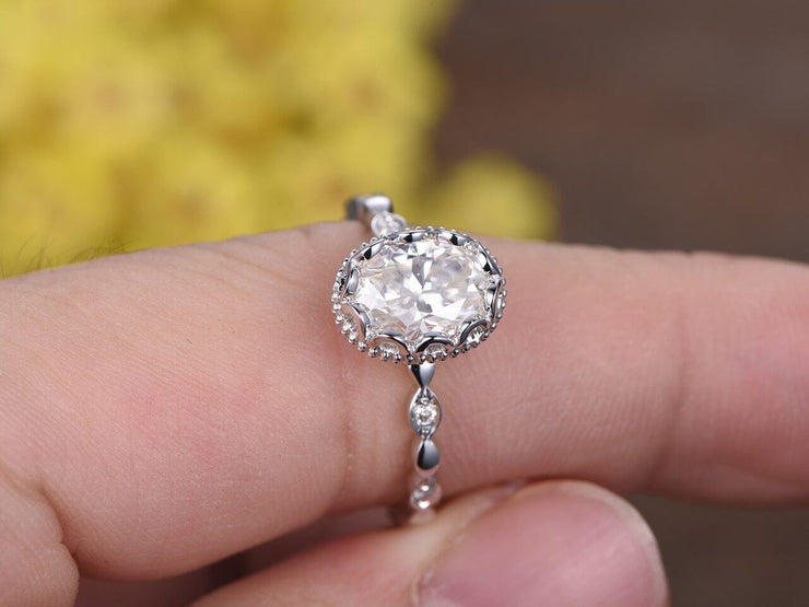 Oval cut 1.25 Ct Halo Moissanite and Diamond Engagement Ring