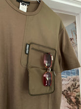 Load image into Gallery viewer, 2000s Samsonite Travel Wear Built-in Wallet Pocket Shirt by Neil Barrett - Size M