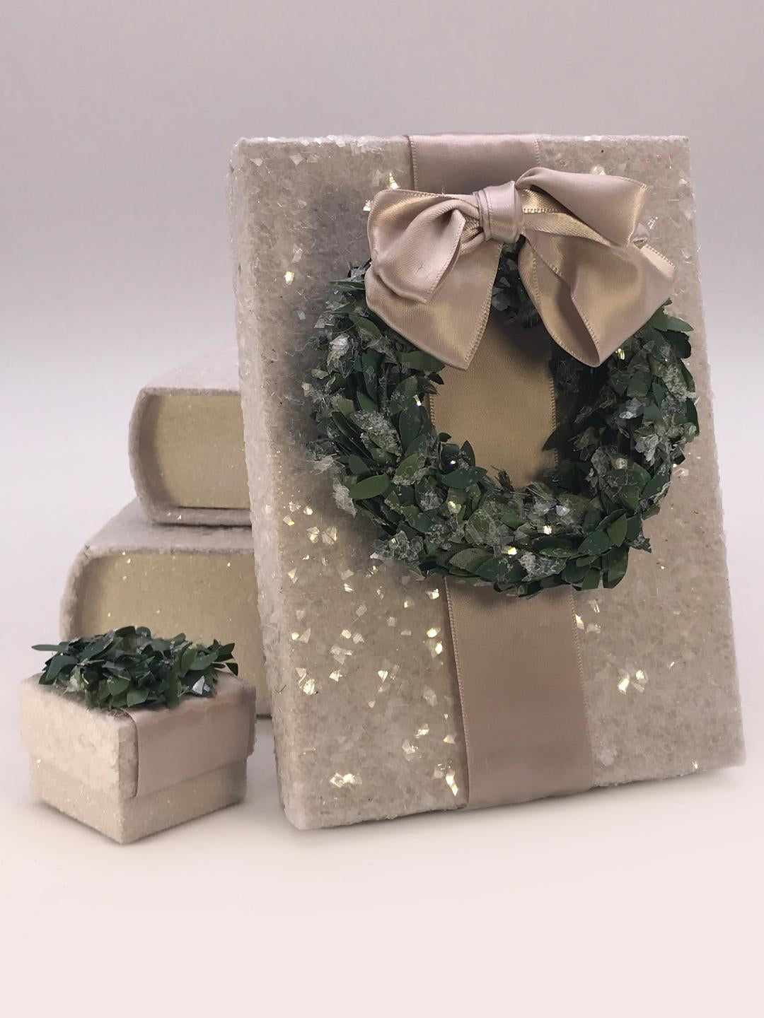 "Square 1.75"" x 1.75"" Box with Boxwood Wreath - Dove"