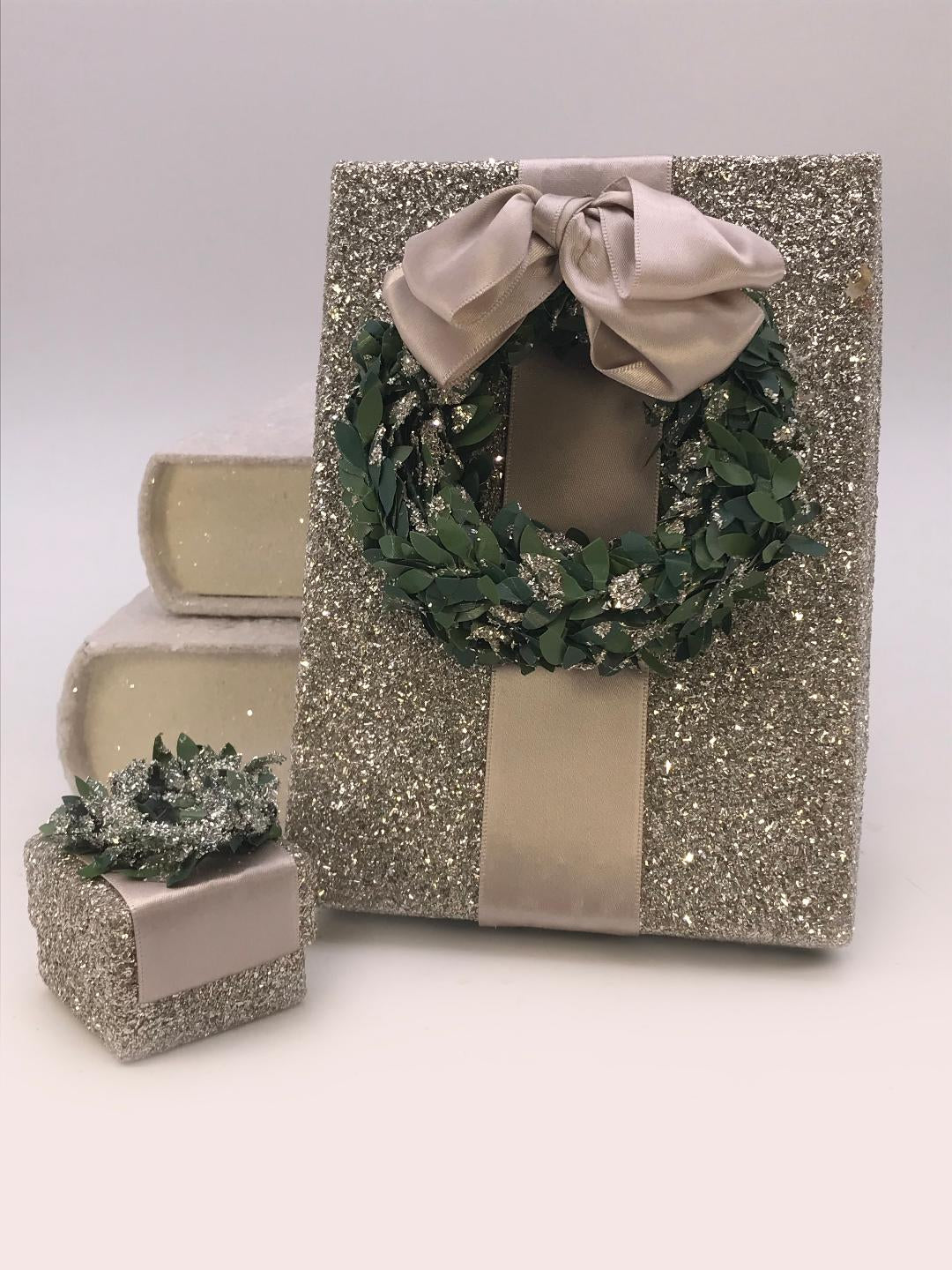 "Square 1.75"" x 1.75"" Ring Box with Boxwood Wreath - Silver"