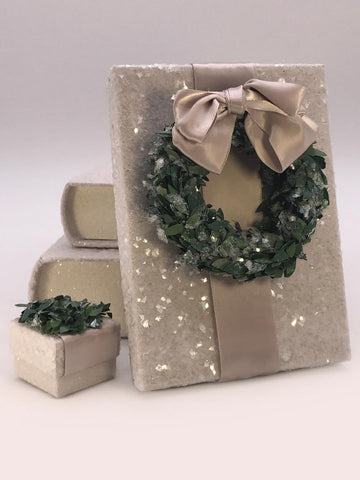 "Rectangle 5"" x 7"" Box with Boxwood Wreath - Dove"