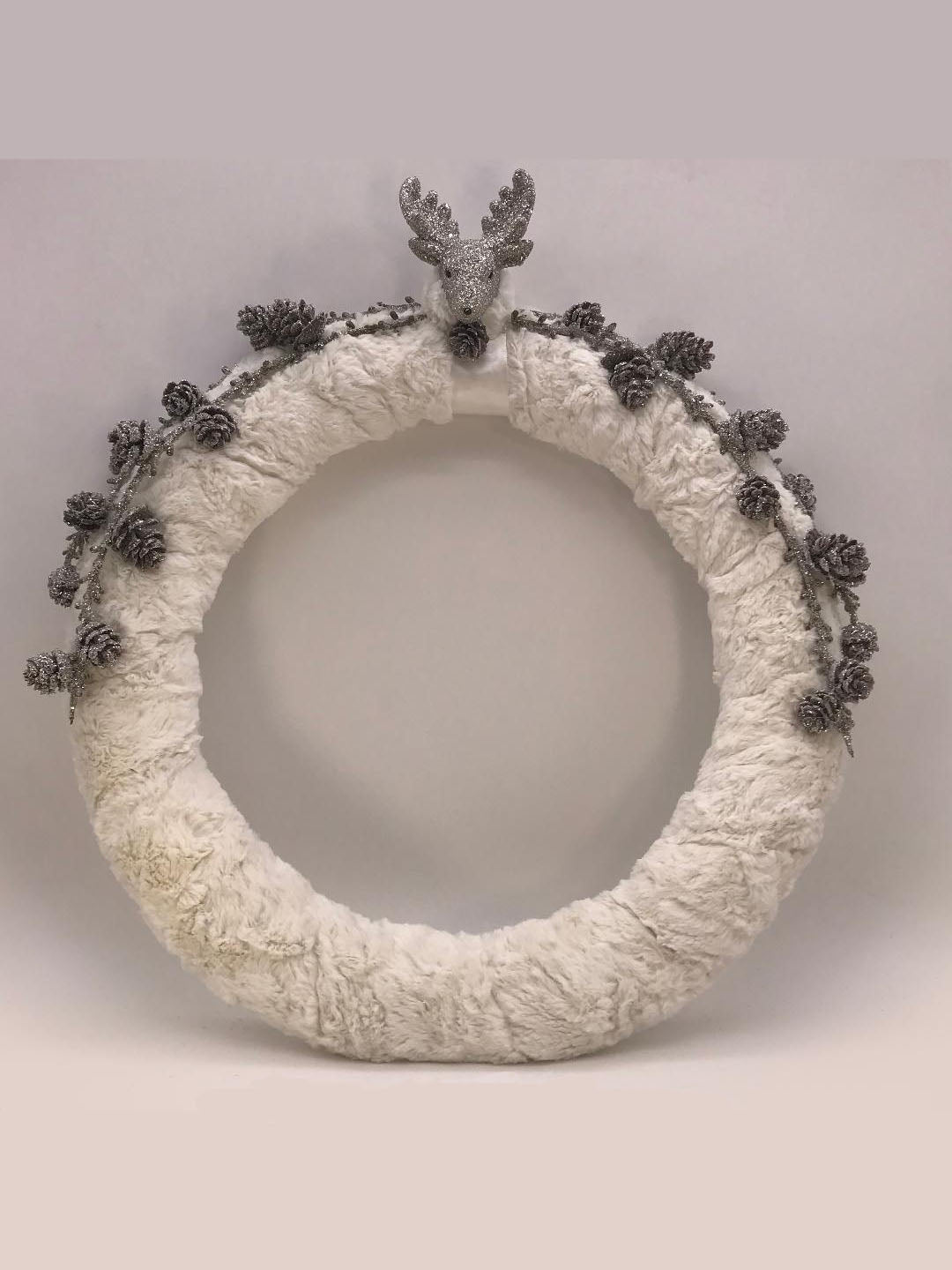"Rudy, Fur and Pinecone 18"" Wreath - Bisque Fur"