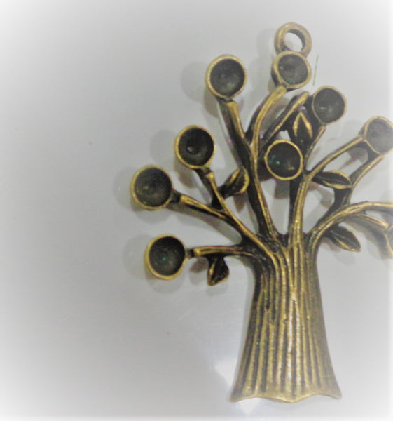 CRAFTY CONCEPTS - METAL TREE