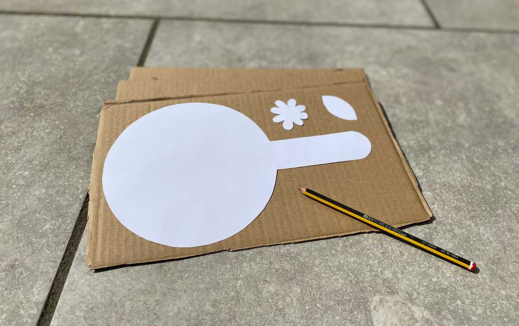 Draw out your pan, flowers and leaves using the template