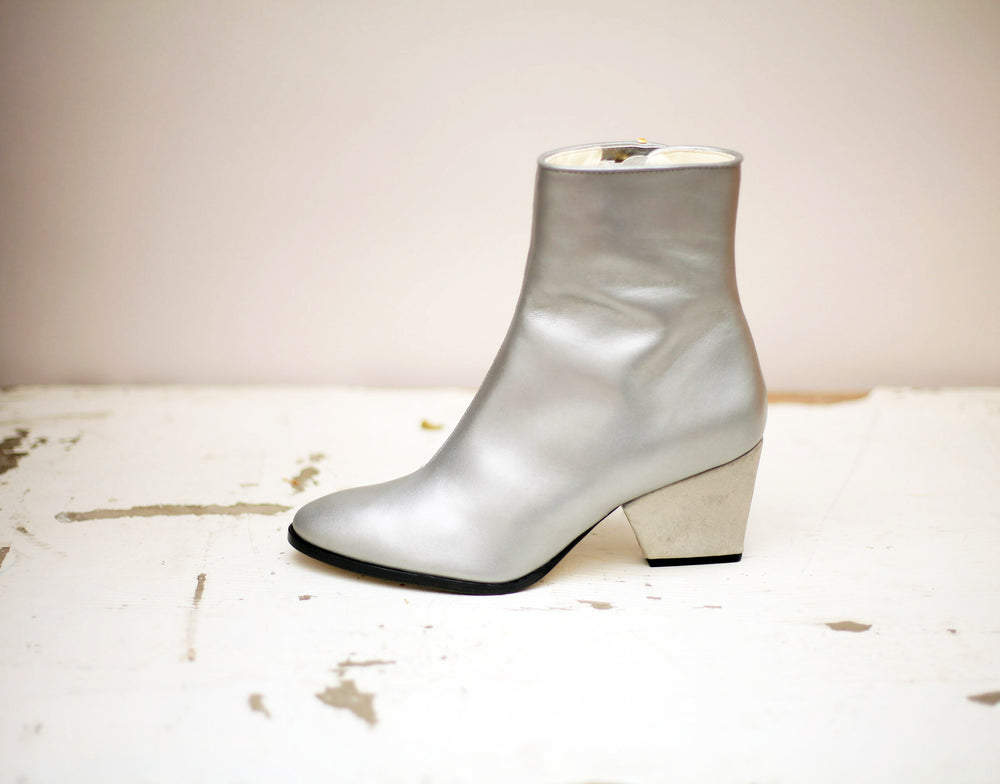 The Addis in silver Klimt