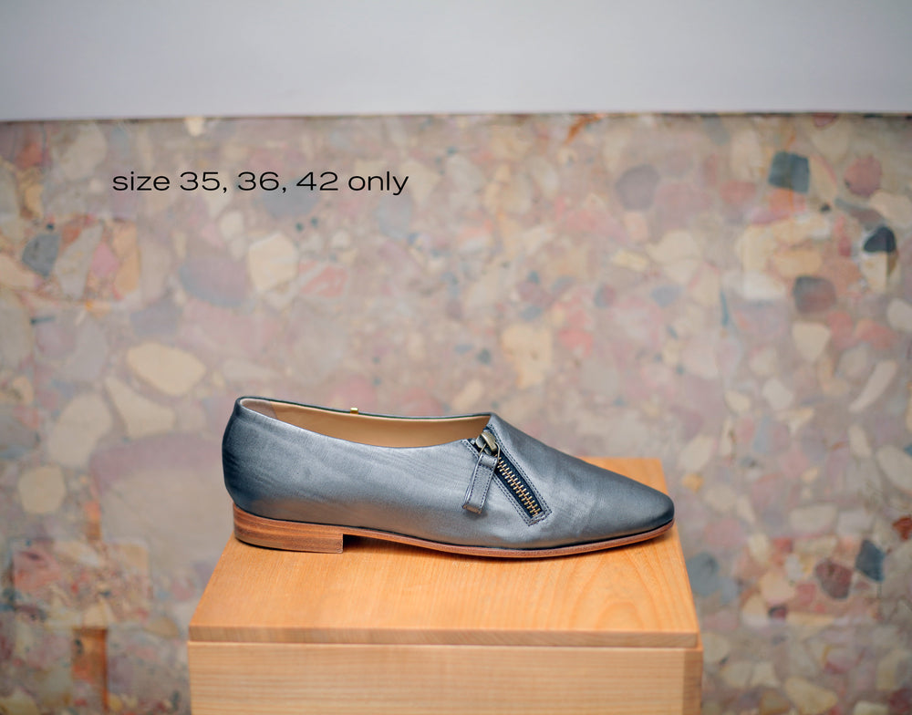THE LAST CHANCE LAFAYETTE in gunmetal moire in sz 35, 36, 42
